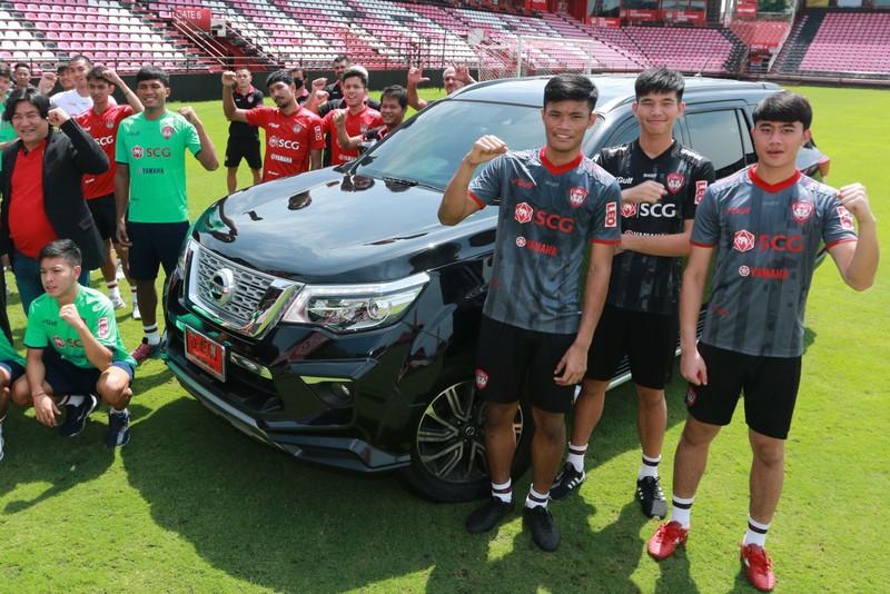 Đội bóng của Văn Lâm được tặng 9 chiếc ô tô hạng sang - ảnh 4