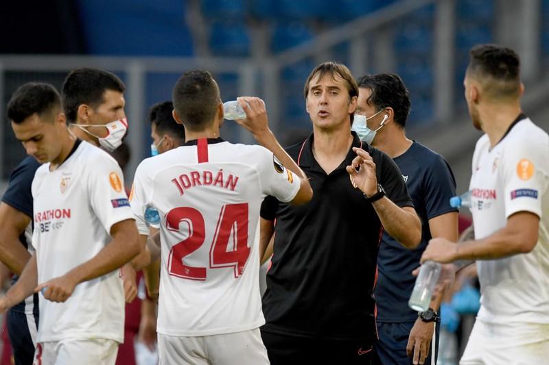 Conte: Chả ai buồn nhớ nhà á quân - ảnh 2