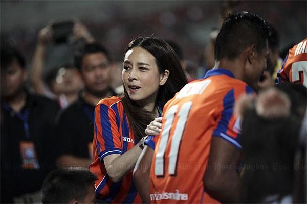 Bà Pang tài trợ cho LĐBĐ Thái Lan nửa triệu USD - ảnh 2