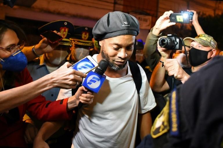 Ronaldinho chính thức ra tù - ảnh 1