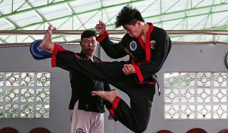 Môn võ Hapkido đến Campuchia 'một công đôi việc' - ảnh 1