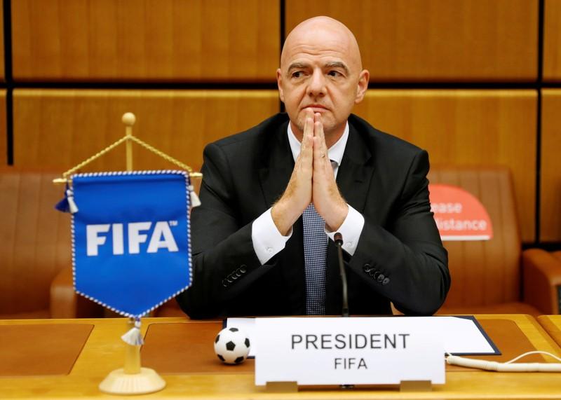 FIFA gây sốc khi muốn áp dụng luật futsal vào bóng đá 11 người