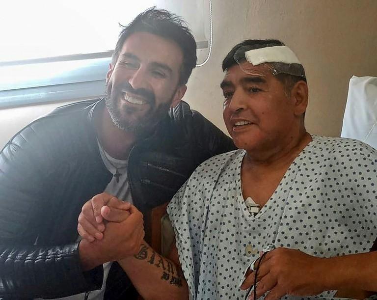 Rời bệnh viện, Maradona về nhà con gái chăm - ảnh 1