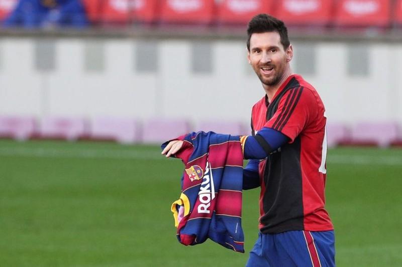 Tưởng nhớ tiền bối Maradona, Messi và Barca bị phạt - ảnh 1