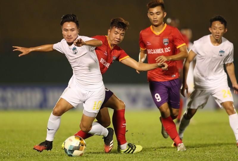 HLV Phan Thanh Hùng có chiến thắng đầu tay - ảnh 1