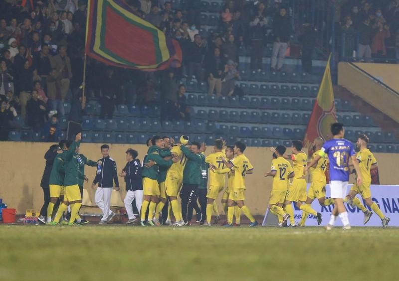 Hà Nội FC bị 'đánh úp' vào lòng kiêu hãnh tại Thiên Trường - ảnh 1