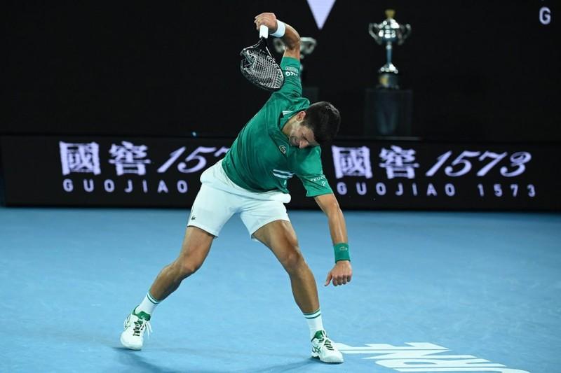 Djokovic nói gì về sự nóng nảy đập vợt của mình? - ảnh 1