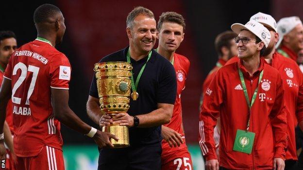 Hansi Flick đòi nghỉ, lãnh đạo Bayern nói 'bớt giỡn' - ảnh 2