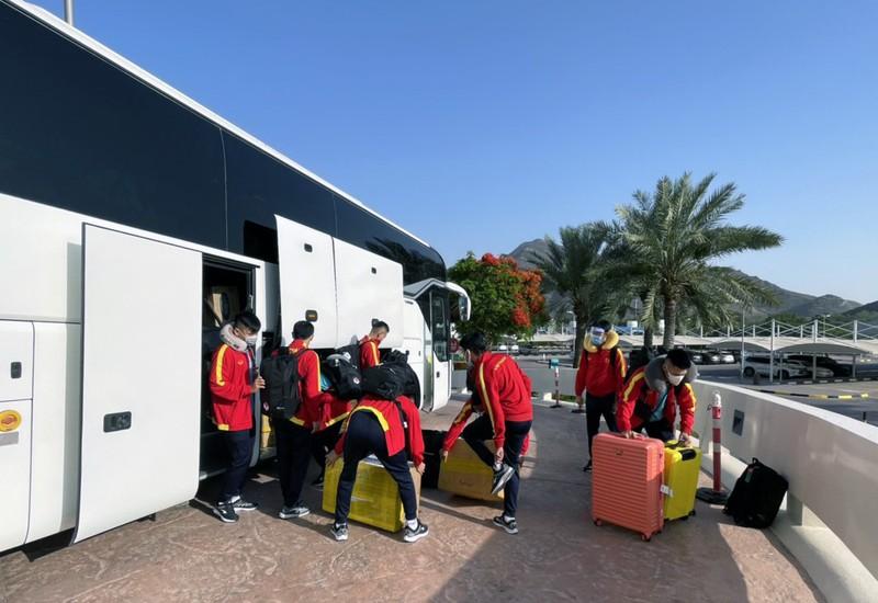 Tuyển VN đã đến UAE săn vé World Cup - ảnh 2