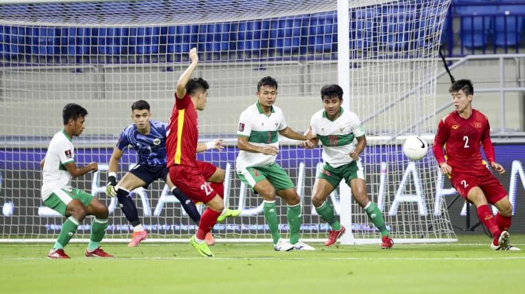 Thủ môn từng 9 lần vào lưới nhặt bóng trước Việt Nam là ai? - ảnh 3