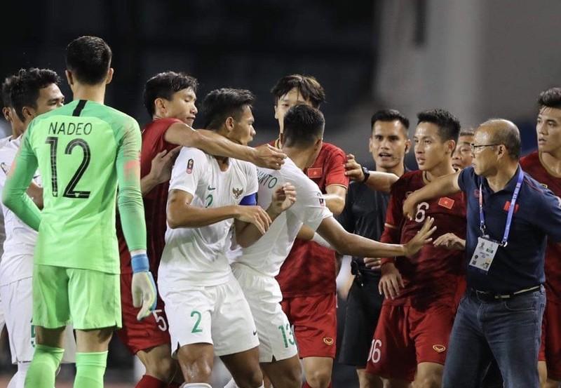 Thủ môn từng 9 lần vào lưới nhặt bóng trước Việt Nam là ai? - ảnh 2
