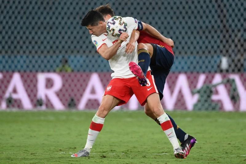 Lewandowski mừng như chiến thắng khi san bằng tỉ số - ảnh 1