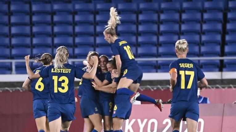 Thụy Điển tranh ngôi vô địch cùng Canada - ảnh 3