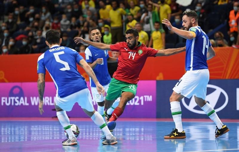 Brazil nhọc nhằn 'vượt dốc châu Phi' - ảnh 2