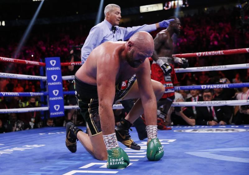 'Tyson trắng' hạ Knock-out 'Bom nguyên tử' Wilder - ảnh 2