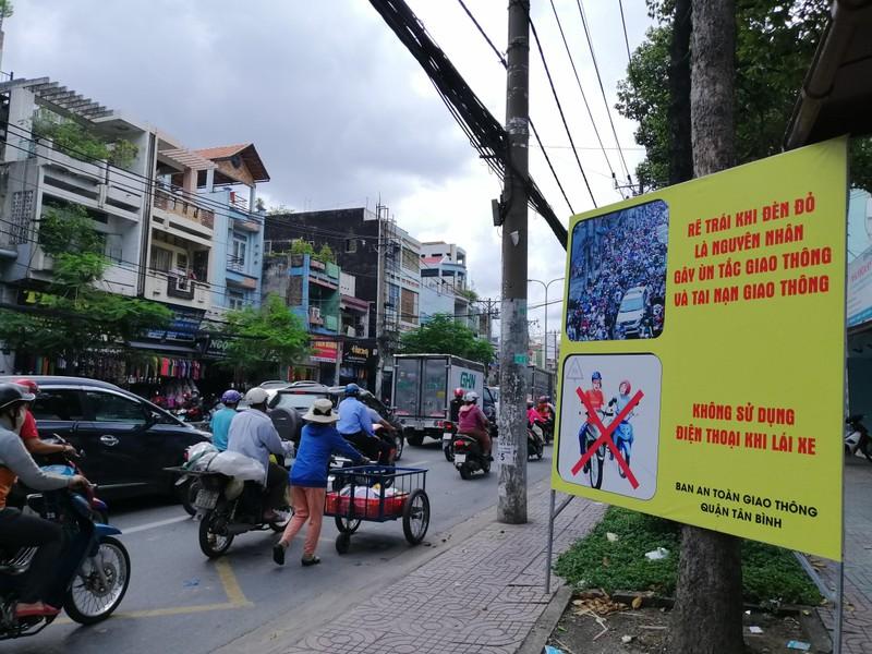 Biển cảnh báo độc, lạ trên địa bàn quận Tân Bình - ảnh 3