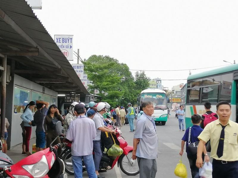 Người dân miền Tây tất bật trở lại Sài Gòn - ảnh 1