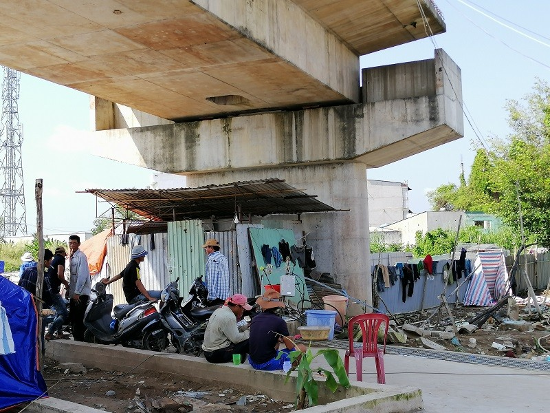 Cây cầu bảy năm chưa thể nối đôi bờ, dân chỉ được 'ngó' - ảnh 6