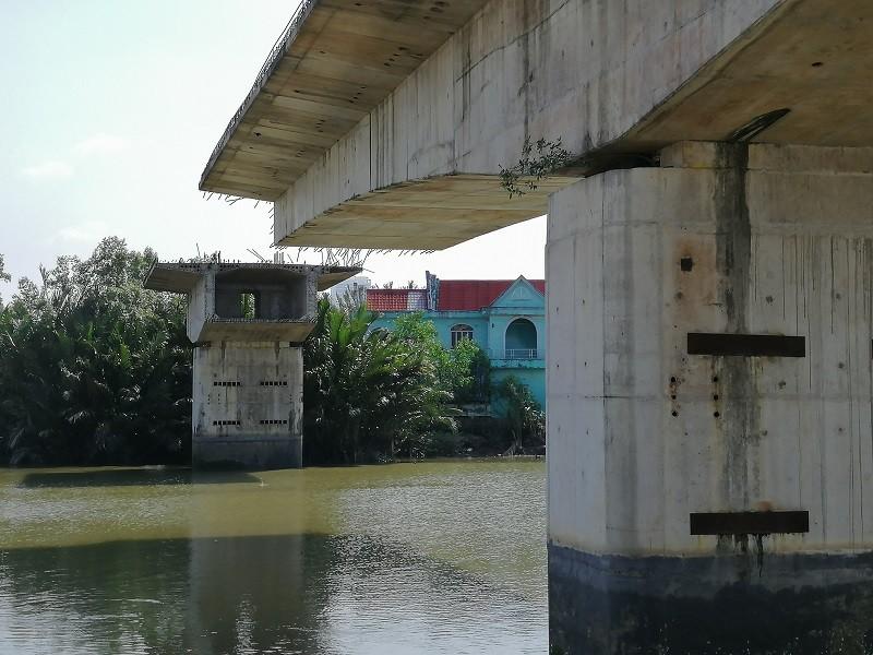 Cây cầu bảy năm chưa thể nối đôi bờ, dân chỉ được 'ngó' - ảnh 2