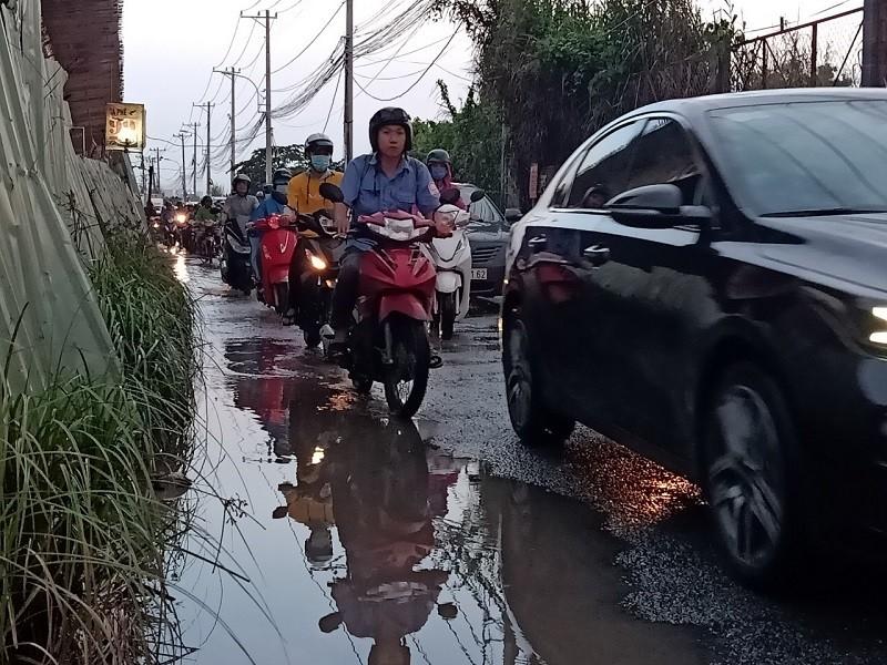 Dân TP.HCM ngán ngẩm khi lưu thông trên đường Đỗ Xuân Hợp - ảnh 3
