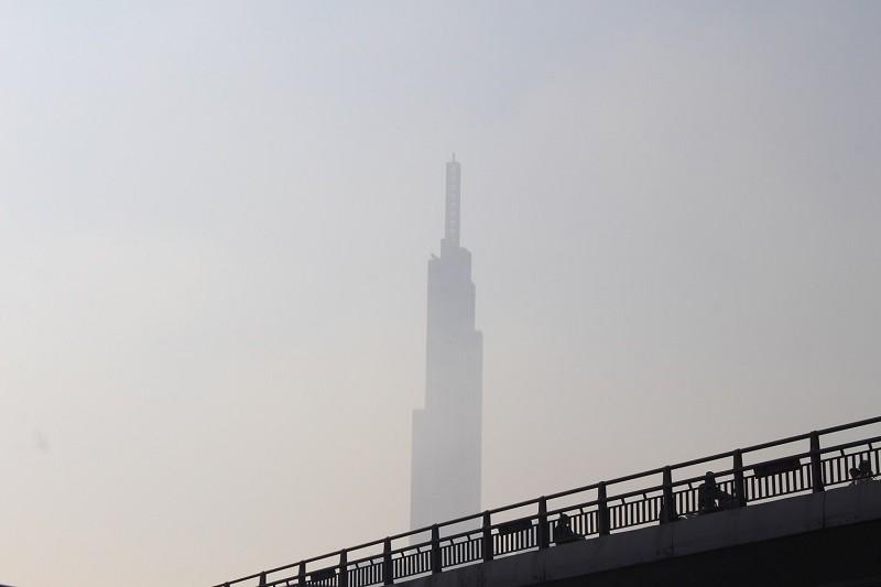 Sương mù dày đặc vẫn bao phủ Sài Gòn  - ảnh 7
