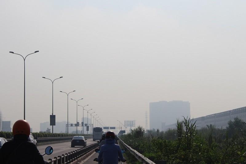 Sương mù dày đặc vẫn bao phủ Sài Gòn  - ảnh 9
