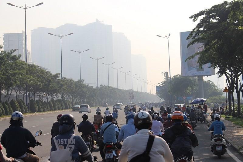 Sương mù dày đặc vẫn bao phủ Sài Gòn  - ảnh 8