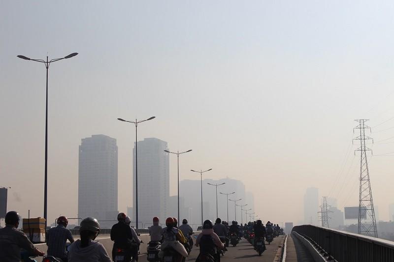 Sương mù dày đặc vẫn bao phủ Sài Gòn  - ảnh 4