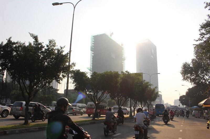 Sương mù dày đặc vẫn bao phủ Sài Gòn  - ảnh 6