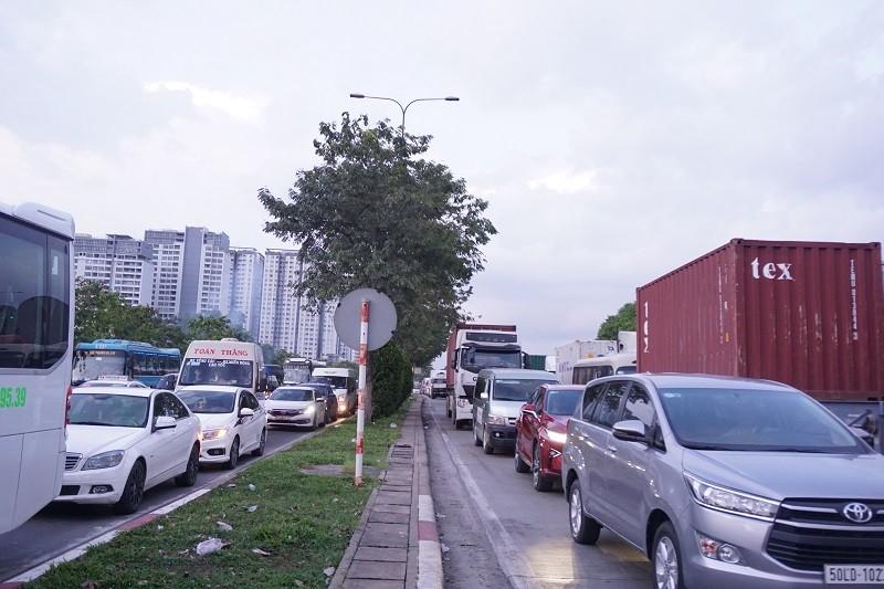 Chùm ảnh: Giao thông rối rắm tại nút giao An Phú - ảnh 12