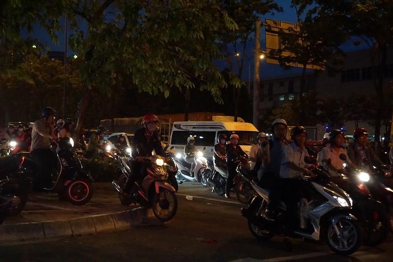 Chùm ảnh: Giao thông rối rắm tại nút giao An Phú - ảnh 18