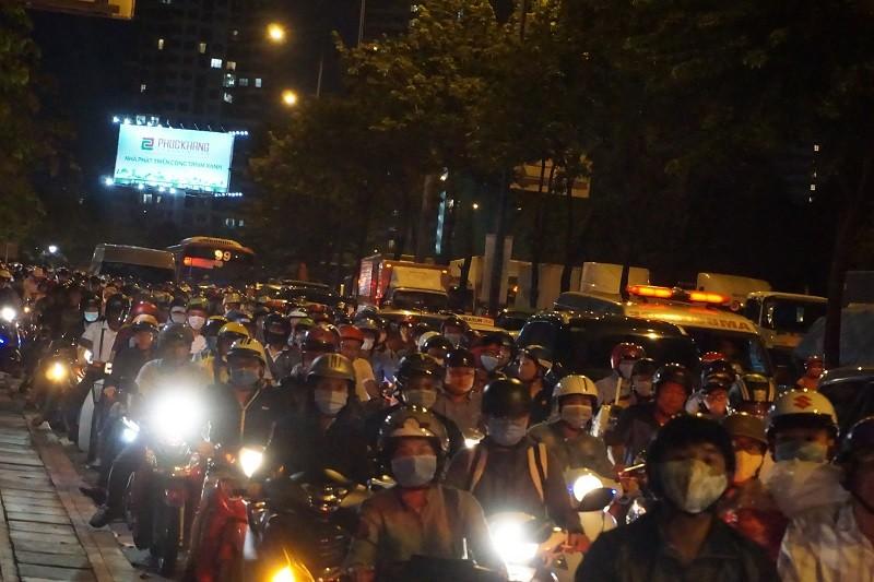 Chùm ảnh: Giao thông rối rắm tại nút giao An Phú - ảnh 19