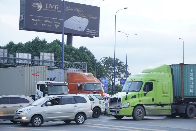 Chùm ảnh: Giao thông rối rắm tại nút giao An Phú - ảnh 5