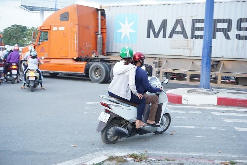 Chùm ảnh: Giao thông rối rắm tại nút giao An Phú - ảnh 7