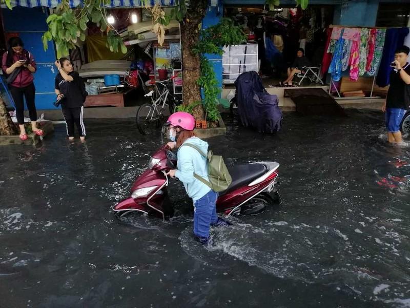 Cảnh báo triều cường gây ngập lụt ở TP.HCM - ảnh 1