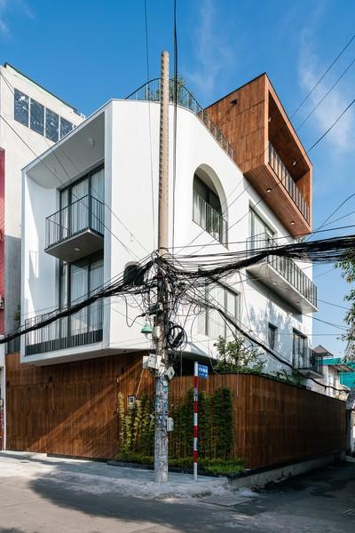 Giảm tiếng ồn cho nhà phố có 'ba mặt tiền' - ảnh 1
