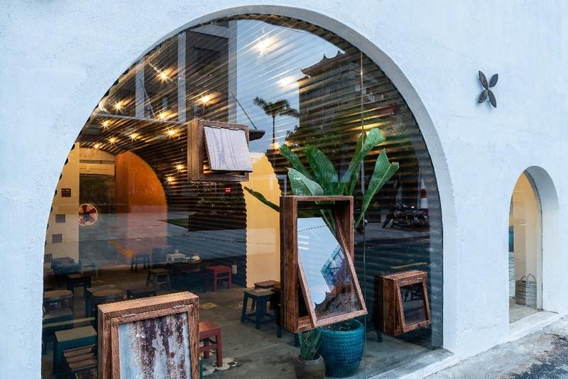 Ghé thăm quán cà phê làm từ tôn sóng tròn - ảnh 10