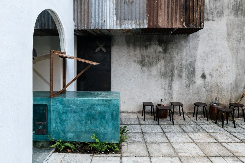 Ghé thăm quán cà phê làm từ tôn sóng tròn - ảnh 12