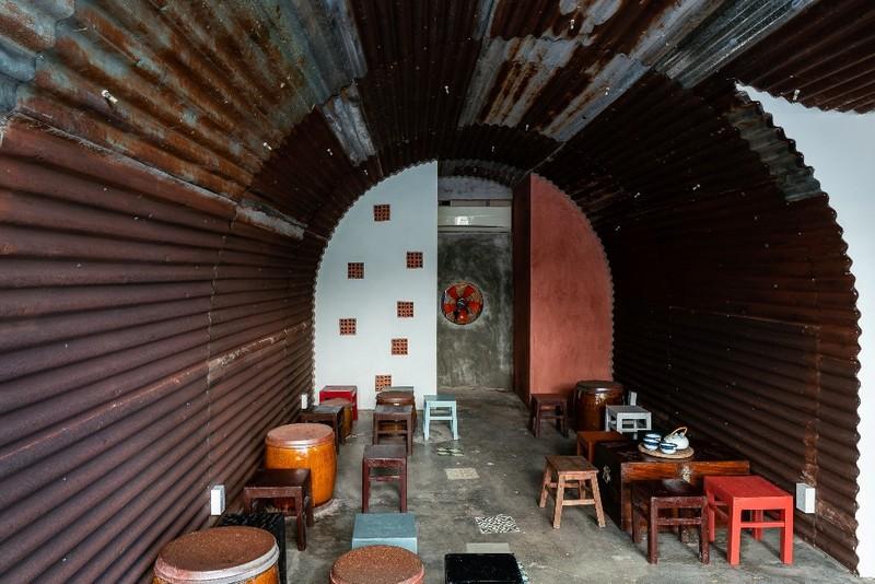 Ghé thăm quán cà phê làm từ tôn sóng tròn - ảnh 14