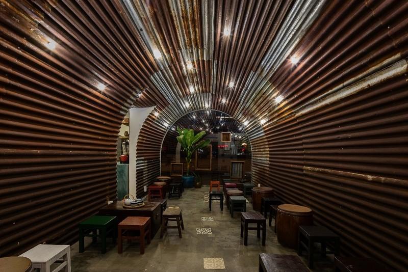 Ghé thăm quán cà phê làm từ tôn sóng tròn - ảnh 3