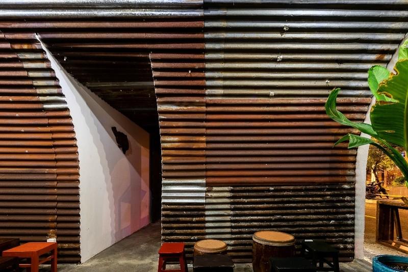 Ghé thăm quán cà phê làm từ tôn sóng tròn - ảnh 6