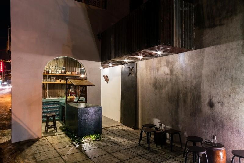 Ghé thăm quán cà phê làm từ tôn sóng tròn - ảnh 7