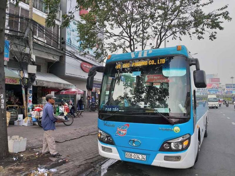 Phạt nhiều trường hợp dừng, đỗ xe sai gần cầu Sài Gòn - ảnh 4