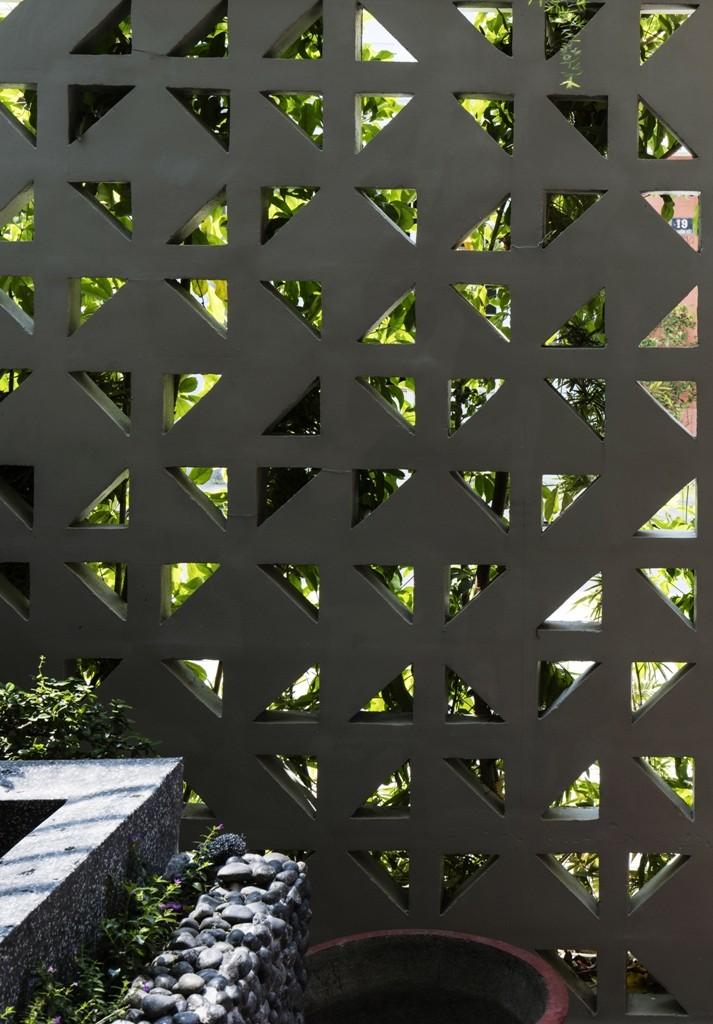 Thiết kế ấn tượng với hồ cá đáy kính tầng 2 - ảnh 14