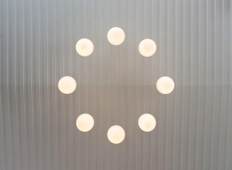 Thiết kế ấn tượng với hồ cá đáy kính tầng 2 - ảnh 15