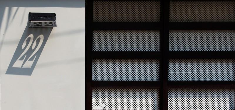 Thiết kế ấn tượng với hồ cá đáy kính tầng 2 - ảnh 16