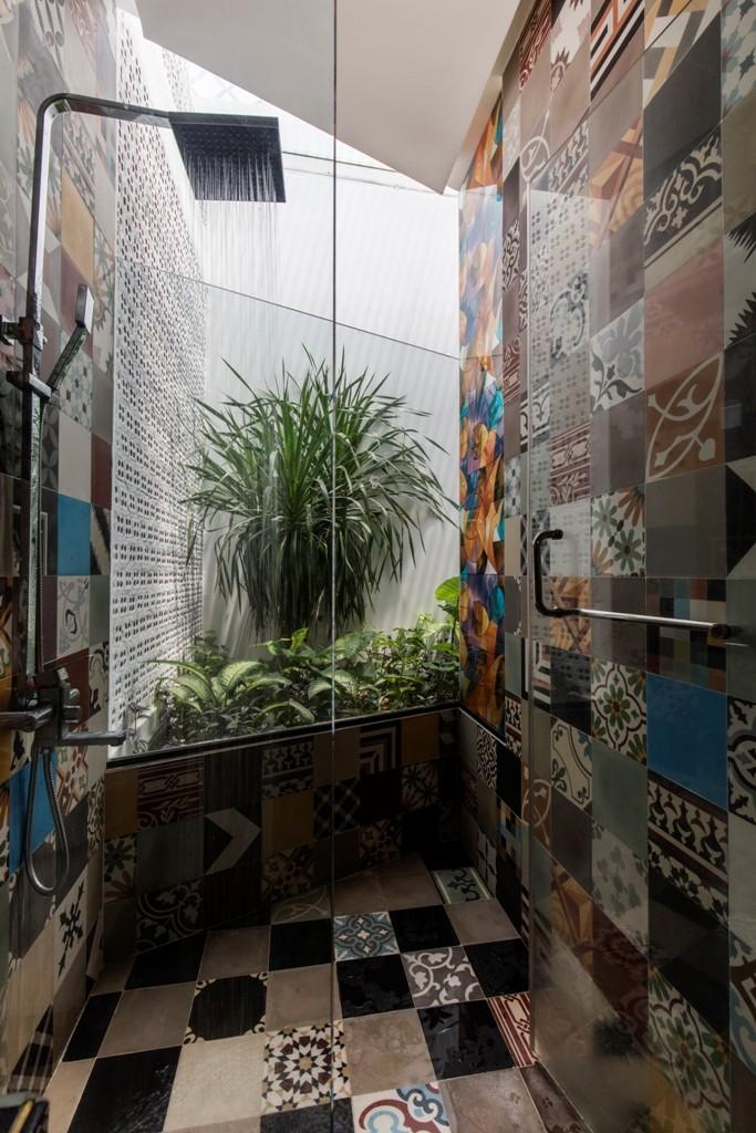 Thiết kế ấn tượng với hồ cá đáy kính tầng 2 - ảnh 9