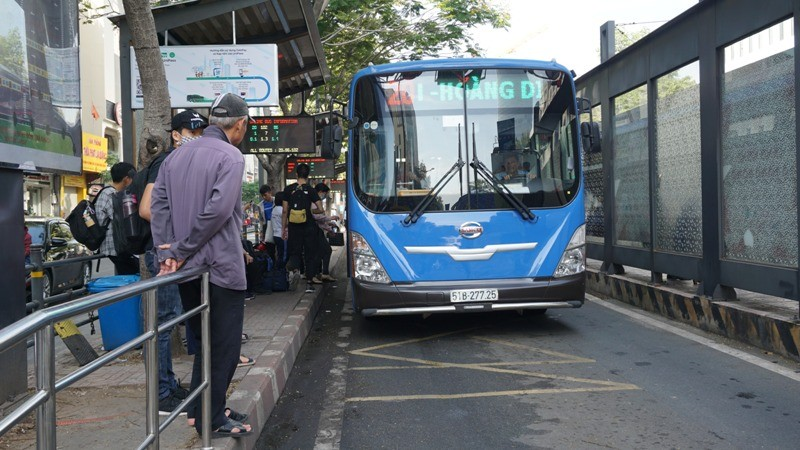 Thí điểm thanh toán tự động trên xe buýt đến hết tháng 12 - ảnh 1
