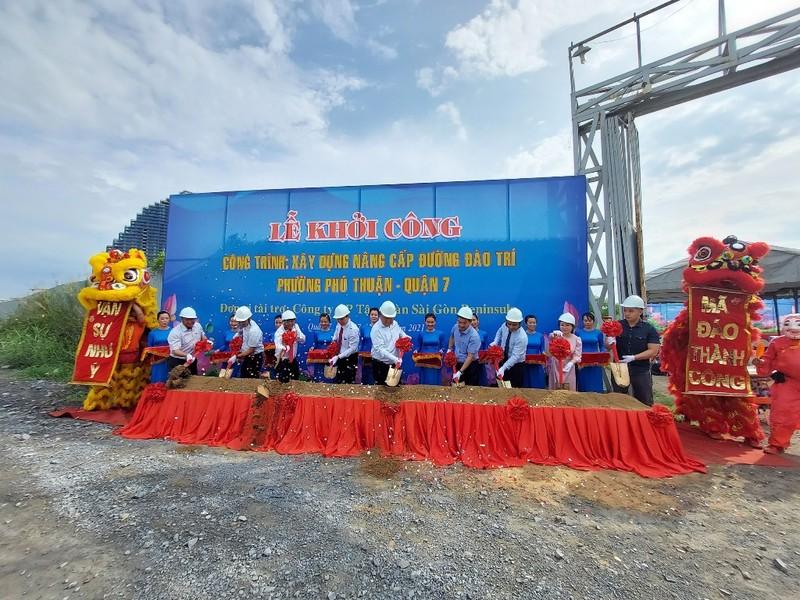 Các đơn vị tiến hành nghi thức của lễ khởi công nâng cấp đường Đào Trí quận 7