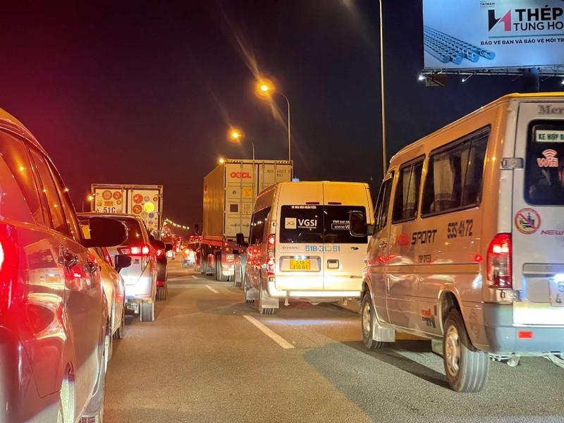 TP.HCM: Bến xe, cao tốc, phà thông thoáng ngày cuối nghỉ lễ - ảnh 9